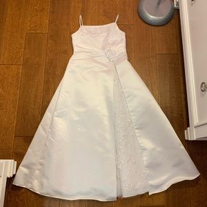 David's Bridal St. Tropez flower girl dress